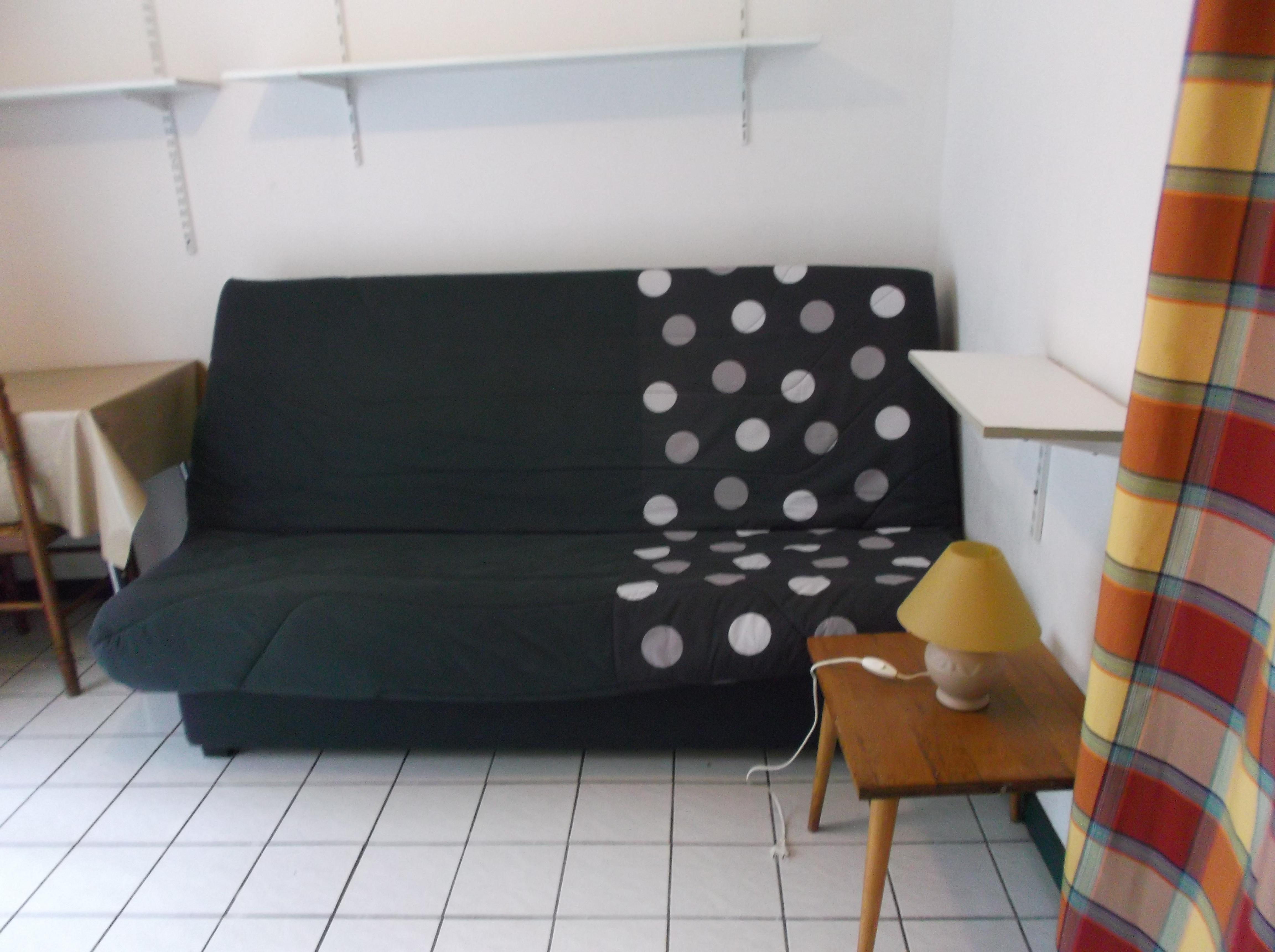 studio louer coutances. Black Bedroom Furniture Sets. Home Design Ideas